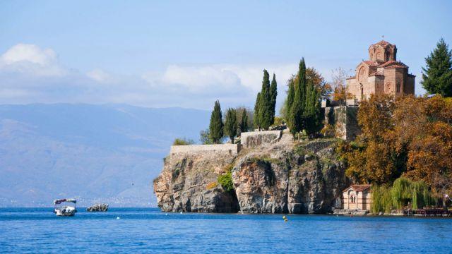 Во Охрид денес променливо облачно време со сончеви периоди и температура до 26. степени
